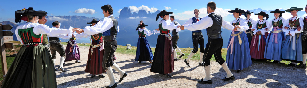 Folk dancegroup Ortisei
