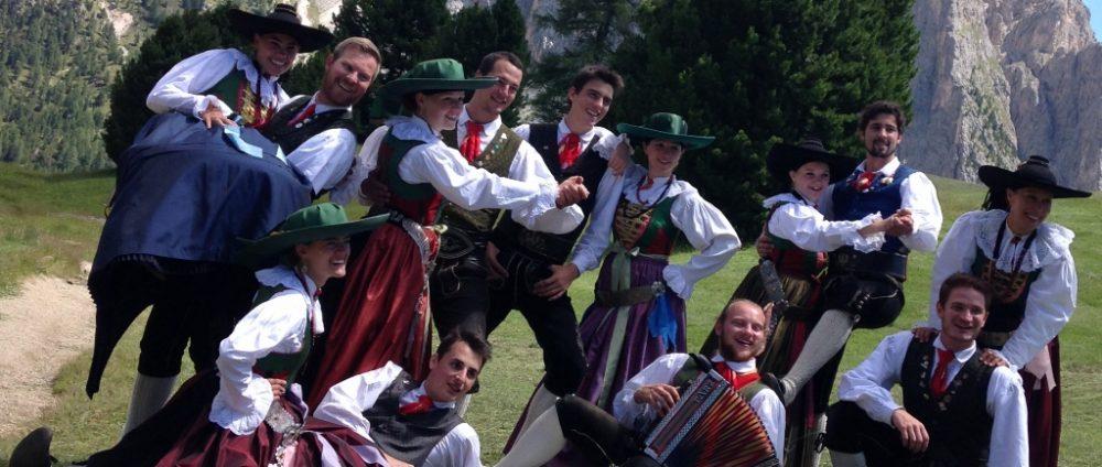 Folk dancegroup Ortisei